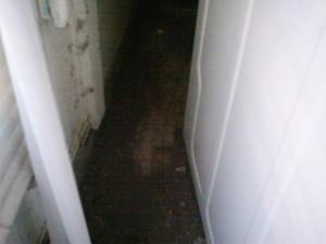 Rester af kontravægten, som ligger spredt ud over gulvet
